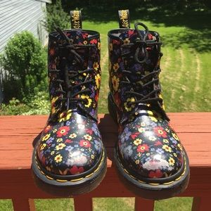 DR. MARTENS DAISY PRINT LEATHER BOOTS